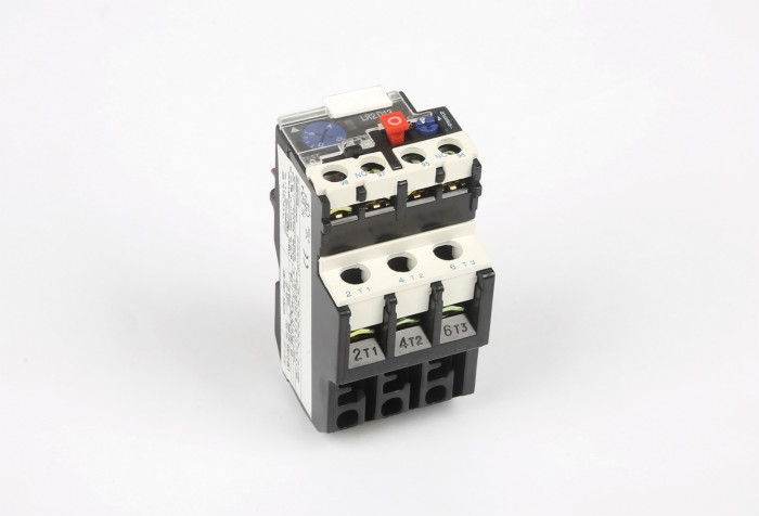 因此固态继电器除具有与电磁继电器一样的功能外,还具有逻辑电路兼